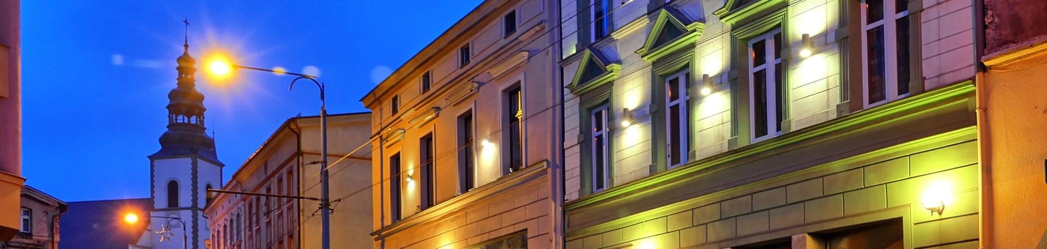 Zdjęcie ulicy Bytomskiej w Mysłowicach wieczorową porą